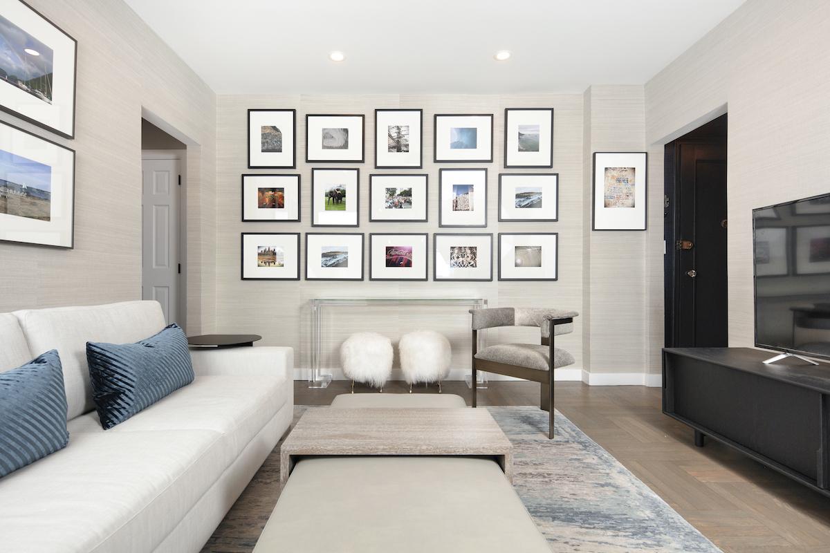 living-room-interior-design-gallery-wall