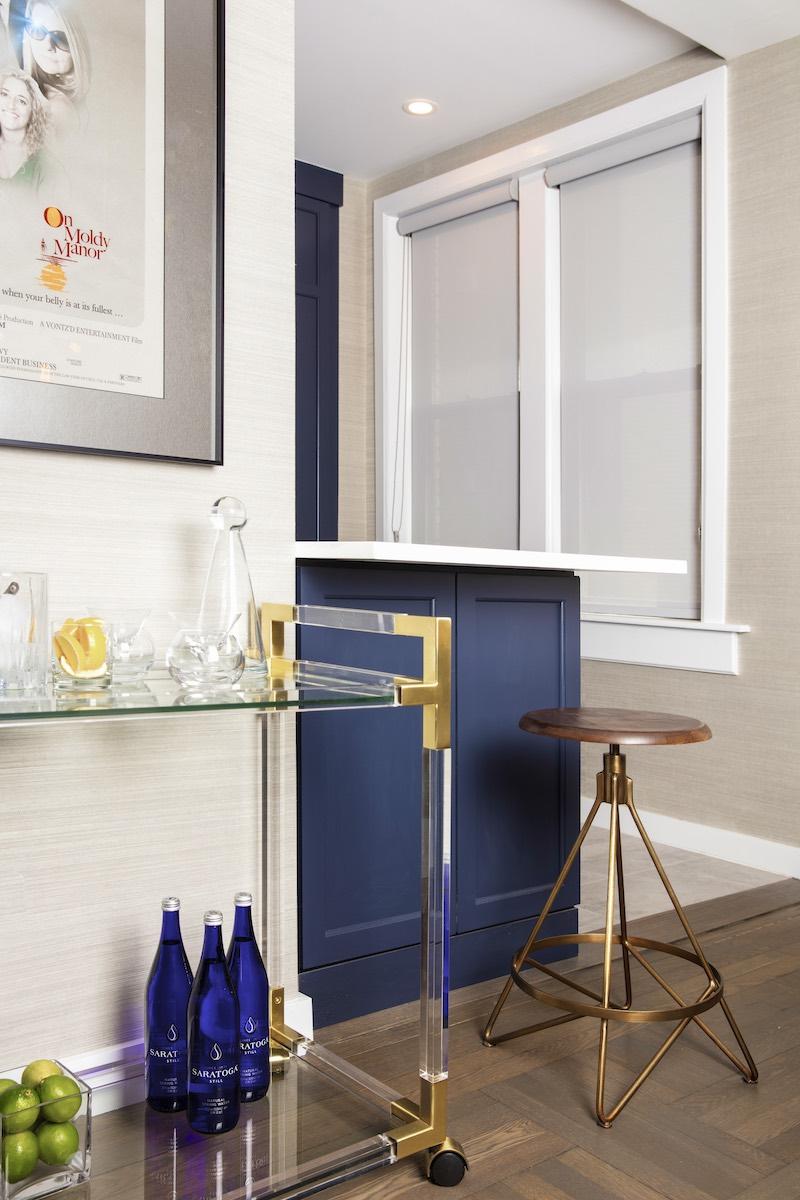 new-york-city-apartment-glass-bar-cart