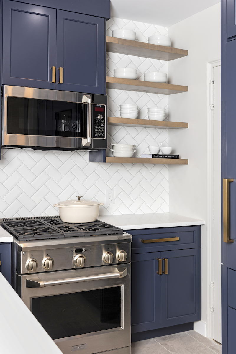 open-shelving-kitchen-design-manuella-moreira-interiors