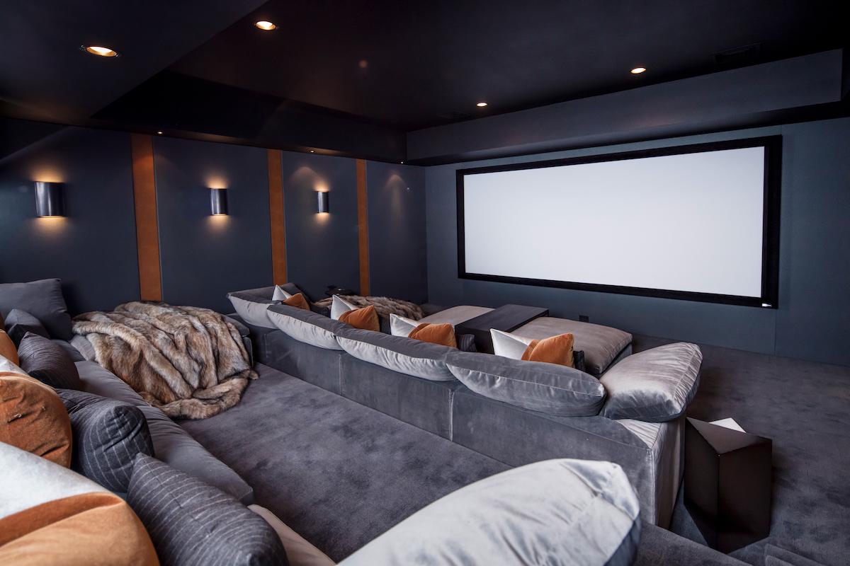 home-theatre-manuella-moreira-interiors-new-canaan-ct