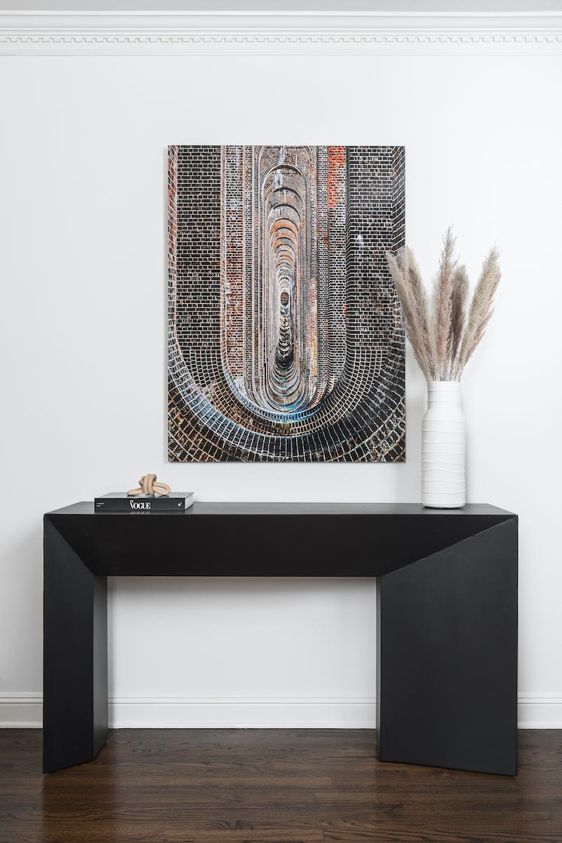 living-room-side-table-hanging-artwork-vase