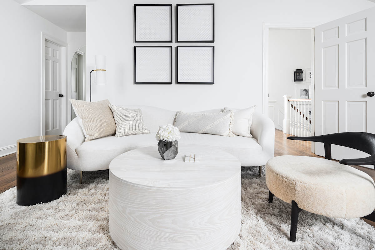 master-bedroom-couch-table-interior-design